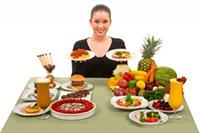 При подагре не запрещается есть сладкое и мучное, необходимо включать в рацион больше фруктов