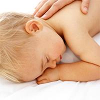 При высоком уровне ацетона в крови ребенок впадает в сон, который напоминает забытье